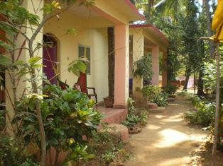 Evershine Guesthouse, Chicolna, India, backpackers gear and staying in cheap hotels or budget hostels in Chicolna